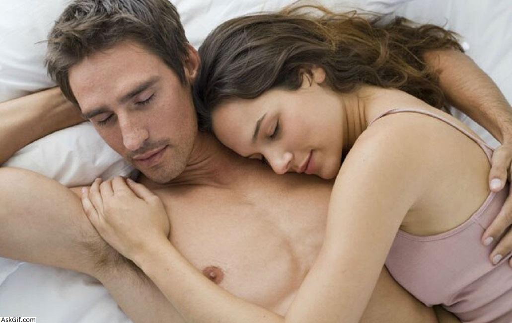 विज्ञान का कहना है कि यदि आप एक प्यार करने वाले साथी हैं तो आप बेहतर सोते हैं!