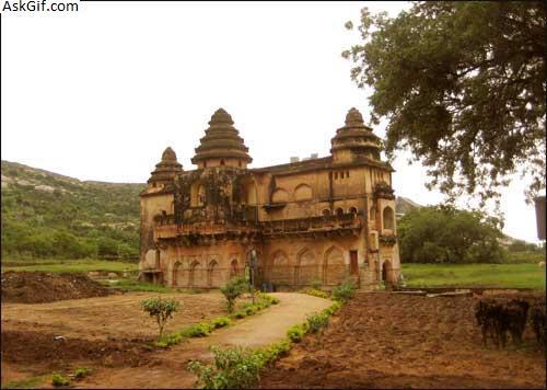 1. Chandragiri Fort