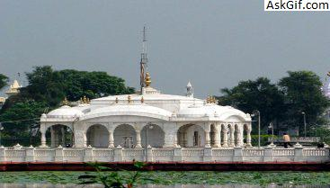 2. Pawapuri Jal Mandir