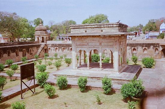 5. Maharaja Gangadhar Rao ki Chathri