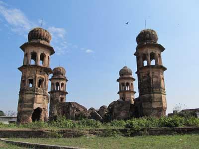 2. Nijab-ud-Daulah's fort