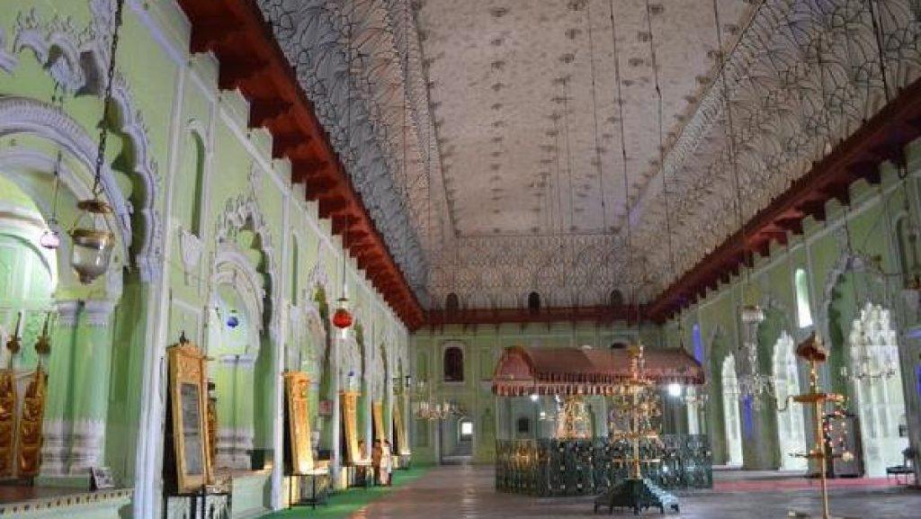 2. Bada Imam Bara (Bhool-Bhulaiyan)