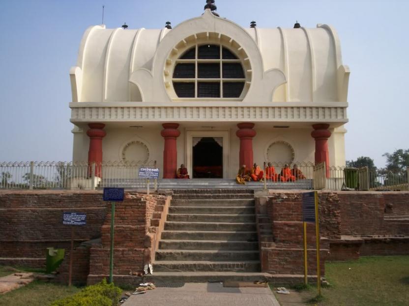 1. Mahaparinirvana Temple (stupa)