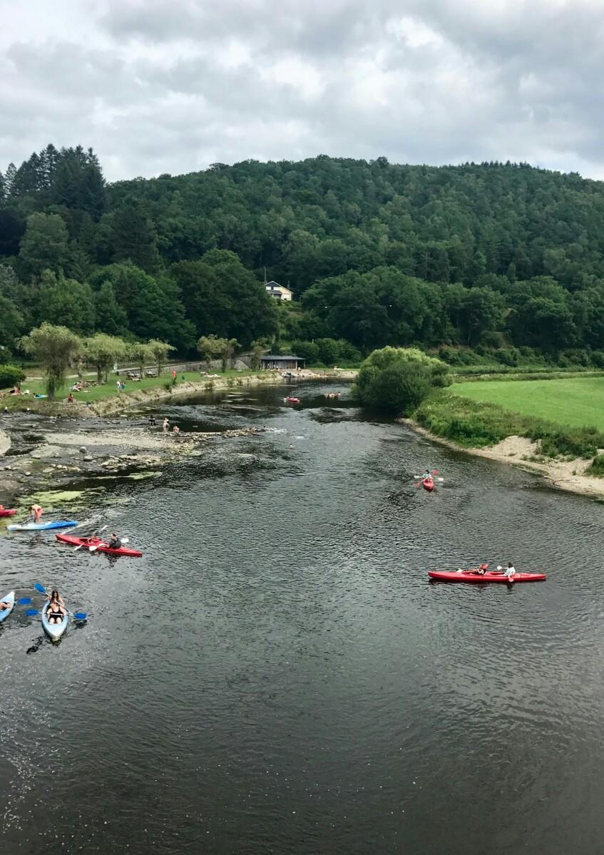 People kayaking on the Semois river