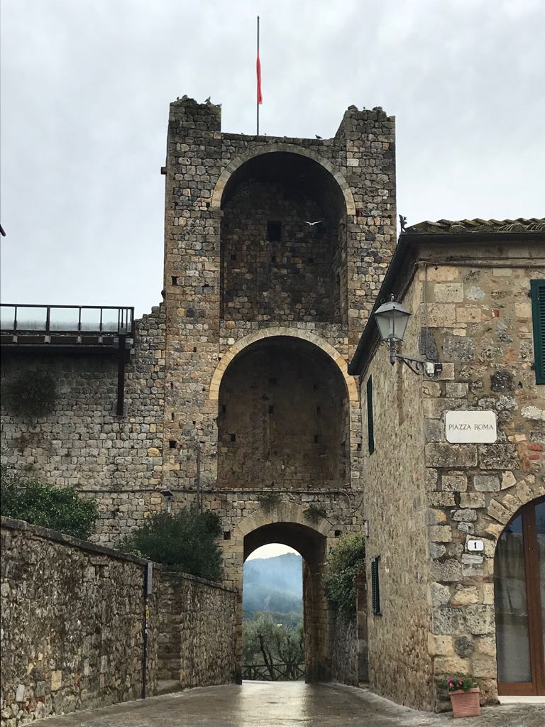The walls and exit gate of Monteriggioni