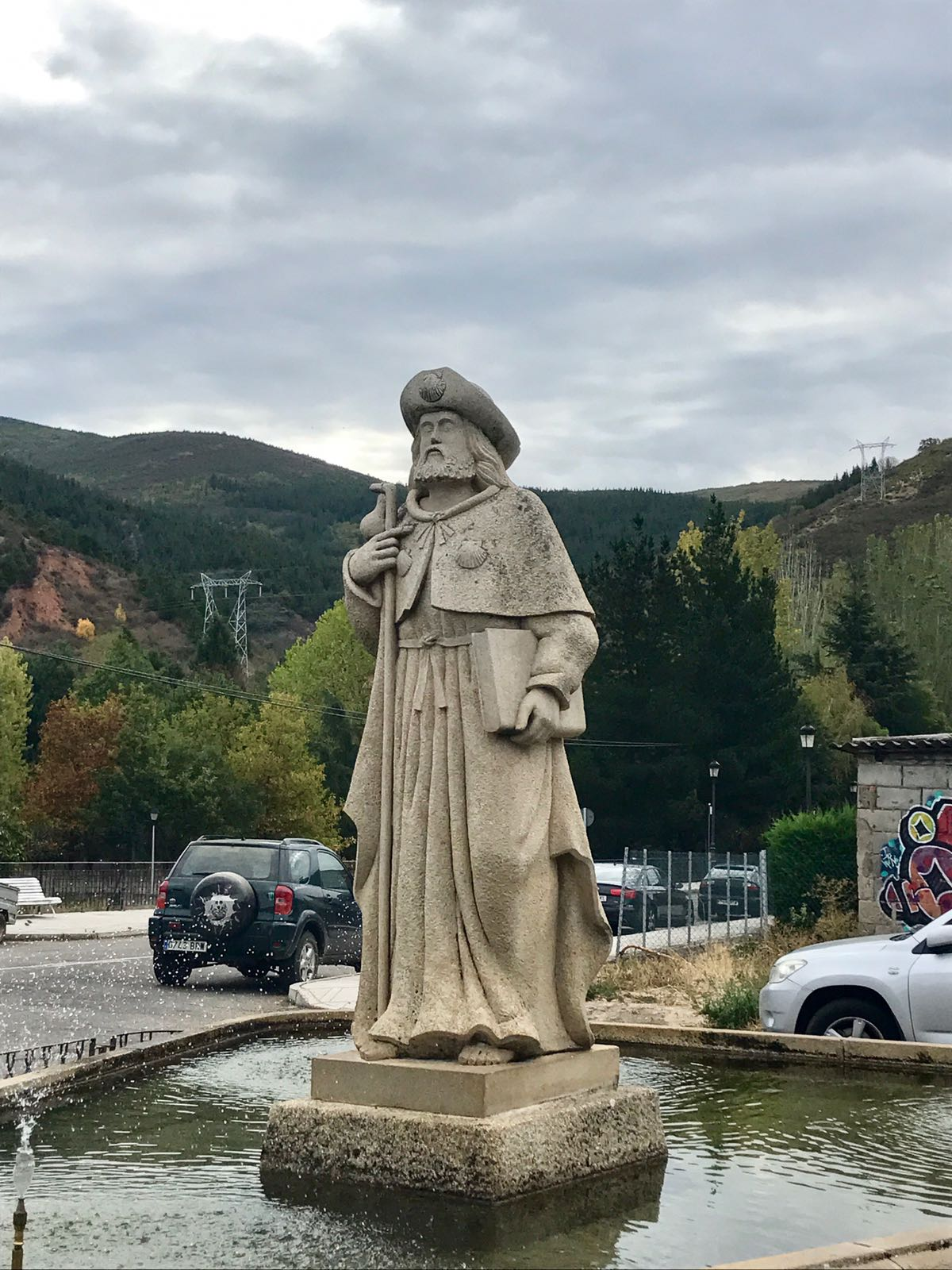 Pilgrim statue in Molinaseca.jpg