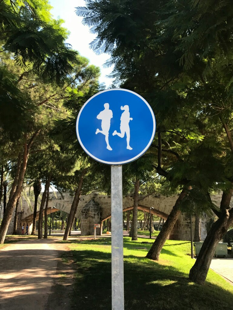 Sign for running path in Turia Gardens
