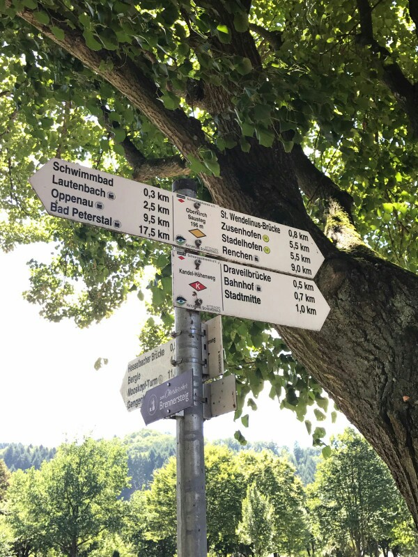lying signs with lots of distances to lots of places