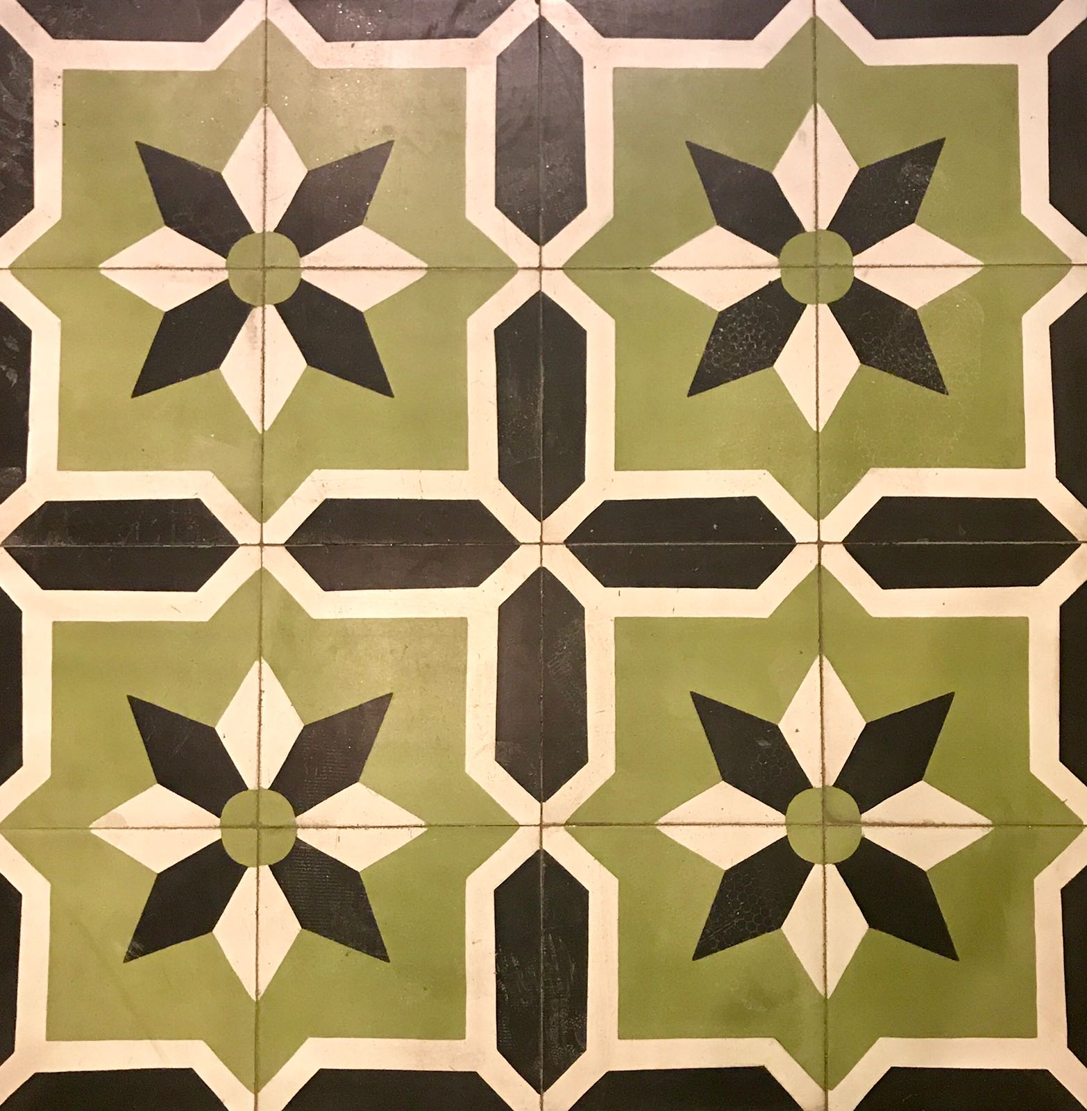 Tiles with a white, light green and dark green geometric pattern