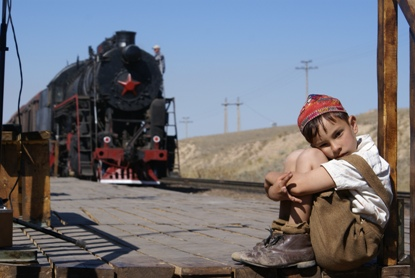 GIFT-TO-STALIN_boy-and-train-hi-res_1